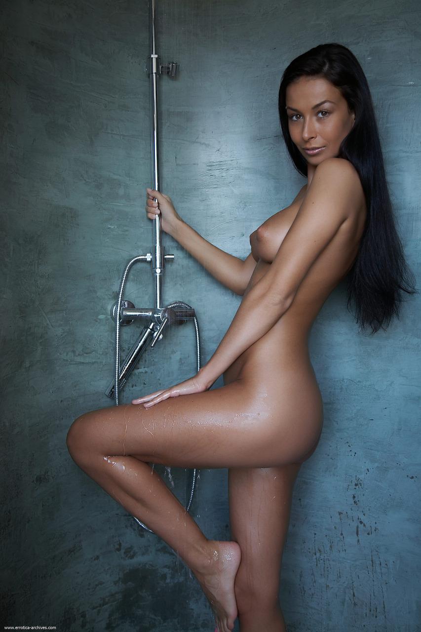 Hannah New Nude