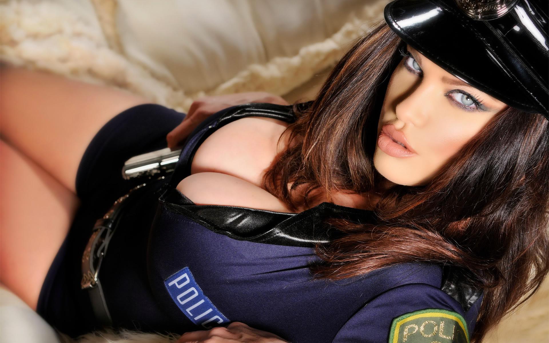 Секс с сиськастой любовницей в униформе